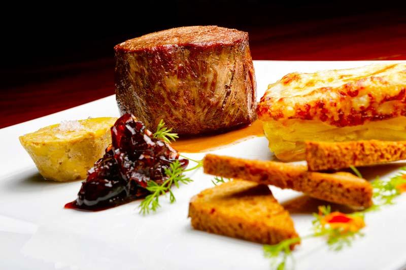 Mignon com terrine de foie gras